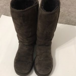 Ugg boot brown size 7 in very good shape